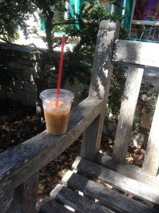 Found a small and lovely park (Picadilly Park) with benches in the shade, so that we could enjoy an iced coffee.
